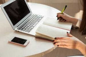 Wie sollten Sie Passwörter speichern? Von einer Reinschrift oder frei zugänglichen Dokumenten ist abzuraten!